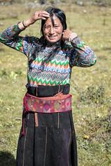 Smiling Layap woman near Robluthang - Gasa District - Snowman Trek - Bhutan (PascalBo) Tags: nikon d500 asie asia southasia asiedusud drukyul drukgyalkhap bhutan bhoutan འབྲུག་ཡུལ། འབྲུག་རྒྱལ་ཁབ་ snowman trek trekking hike hiking lunana himalaya himalayas jigmedorjinationalpark gasa people layap woman portrait outdoor outdoors pascalboegli