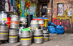 The Colours Of Manchester (TablinumCarlson) Tags: uk united kingdom gb great britain britannien grosbritannien england nordengland northern manchaster leica street 50mm summicron greater manchester gaffiti beer bier fass barrol end gasse northernquarter