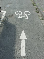 Gegenverkehr (mkorsakov) Tags: münster city innenstadt hafen radweg bikepath gegenverkehr oncomingtraffic wtf pfeil arrow pictogram piktogramm verkehr traffic
