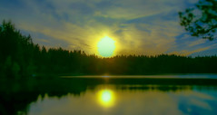 Heart of Gold (evakongshavn) Tags: heartofgold sunset lake water yellow green blue goldenscape evavision evaromance