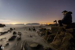 Praia de Estacas - Ares (albertoleiras) Tags: praiadeestacas ares acoruña galicia playa nocturna noche estrellas stars sedas rocas canon1740f4l canon6d luna moon