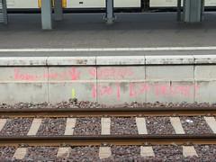 Querung besohlt (mkorsakov) Tags: münster hbf bahnhof mainstation graffiti baustelle constructionsite querung besohlt ahja wtf