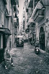 Tristesse? (isnogud_CT) Tags: quartierispagnoli spanischesviertel neapel italien gasse vicoli street