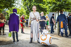 20180605_F0001: BB8 is the star (wfxue) Tags: starwars scifi bb8 droid toy rey fictional character people mcmcomiccon londoncomiccon cosplay costume event