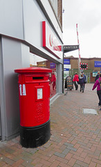 Elizabeth 2 cypher  C type post pillar box High Street near the level crossing Poole 07.09.2017 (1) (The Cwmbran Creature.) Tags: g p o gpo general post office street furniture red heritage letter great britain gb british rail class train trains railways railway