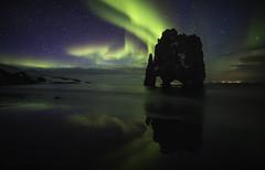 El dragón que tenía sed (el_farero) Tags: hvitserkur nightshot iceland islandia aurora northernlights aurorahunter beach rock farero green landscape stars dragon