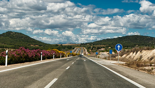 Road to summer. Bullas.