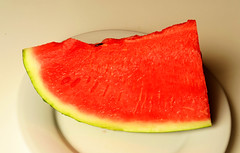 Watermelon (Alfredo Liverani) Tags: weeklythemechallenge wtc springsummerjoy canong5x canon g5x pointandshoot point shoot ps flickrdigital flickr digital camera cameras cibo food lebensmittel aliments alimenti alimento kitchen cucina inthekitchen incucina 1552018 project365155 project365060418 project36504jun18 oneaday photoaday pictureaday project365 project project2018 2018pad 7dayswithflickr 7dwf freetheme