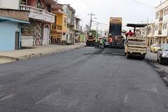 Inician colocación de carpeta asfáltica en Av. Eloy Alfaro (gadchone20092014) Tags: inician colocación carpeta asfáltica eloy alfaro