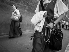 Roma - 2018 (Enzo D.) Tags: 2018 italia italy olympus roma rome wwwenzodemartinocom nuns blackandwhite biancoenero