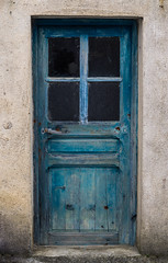 Perdue. (Adrien GOGOIS) Tags: olympus zuiko om mc autow 24mm f28 door porte blue bleu wall wide angle prime sony alpha a6000 vintage old classic legacy manual lens e mount country countryside color line symetry