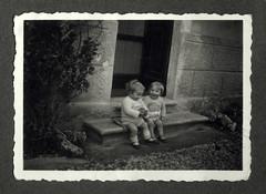 i gemelli a Vicenza - 26 febbraio 1936 (dindolina) Tags: photo fotografia blackandwhite bw biancoenero monochrome monocromo vintage family famiglia history storia gemelli twins vignato italy italia veneto vicenza 1936 1930s annitrenta thirties