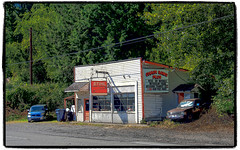 That Chain Saw Shop (NoJuan) Tags: explored microfourthirds micro43 m43 mirrorless olympusem1 em1 1250mmolympus olympus1250mmf3563 olympusartfilter bothellway kingcountywa shop smallshop roadside roadsidebusiness roadsideshop
