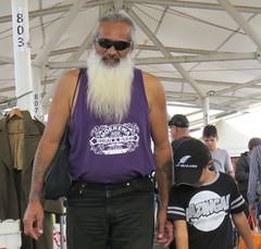 shopping (Grenzeloos1) Tags: man beard kiwi rocklea brisbane 2018 winter