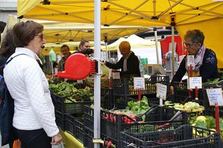 Genova, Piazza De Ferrari, ligurischer Bauernmarkt