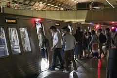 Boarding the train, Smithsonian Metro Station, Washington (dckellyphoto) Tags: districtofcolumbia washingtondc 2018 smithsonianmetrostation subway transit publictransport wmata
