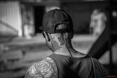 Friend b/w (MIKAEL82KARLSSON) Tags: porträtt tattueringar tattoo svartvit svartvitt människa bw bokeh sommar summer sunny sweden sverige grängesberg gränges dalarna bergslagen pentax k70 mikael82karlsson