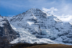 Eigergletscher en Mönch (Hans van Bockel) Tags: hansvanbockel d7200 nikon sigriswil zwitserland ch eiger mönch jungfrau kleinescheidegg joch jungfraubahn wandelen sneeuw ijs gletscher 1680mm