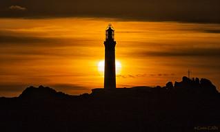 Coucher de soleil derrière le phare du Créac'h