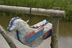 PlasticPigeon (Tony Tooth) Tags: nikon d7100 nikkor 50mm f18g plastic plasticstraws bird pigeon sculpture model art artwork workofart macclesfieldcanal bosley cheshire