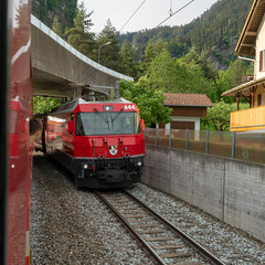 RhB Curve: not the only spotter (2/2) (jaeschol) Tags: 644 abb adtranz eisenbahn elektrischelokomotive europa ge44iii kontinent lokomotive slm schweiz suisse switzerland transport chemindefer railroad railway