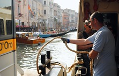 Il vaporetto ormeggia - The boat moor (stella.iloveyou) Tags: travel viaggiare attimi moments lifearoundme vitaintornoame