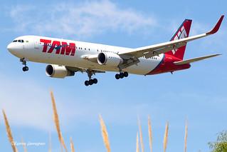 PT-MOB LATAM Airlines Brasil Boeing 767-316(ER)(WL)