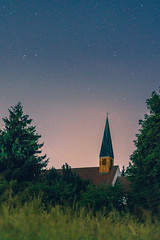 The Church in the Forest (redfurwolf) Tags: church mallertshoferheide mallertshofersee unterschleissheim sky night nightsky nightphotography architecture tree gras forest outdoor nature landscape redfurwolf sonyalpha a7rm3 a7riii sony munich germany sal2470f28za
