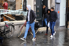 Rokin - Amsterdam (Netherlands) (Meteorry) Tags: europe nederland netherlands holland paysbas noordholland amsterdam amsterdampeople candid people streetscene centrum centre center rokin urbanoutfitters guys male boys hommes teens twinks trottoir pavement sidewalk jeans sneakers baskets trainers skets converse allstars chucks chucktaylor commedesgarçons cdg play adidas rain pluie afternoon aprèsmidi april 2018 meteorry