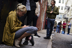 DSC03459 (manolosavi) Tags: california sanfrancisco sony alpha a7 a7ii zeiss sonnar 55mm outside street people girl kellyvictoria alley contrast