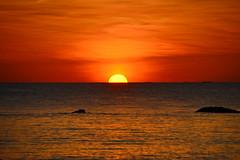 Ngapali Beach Sunset (gerard eder) Tags: world travel reise viajes asia southeastasia burma birmania birma myanmar ngapali ngapalibeach beach paisajes panorama playa landscape landschaft tropical sunset sonnenuntergang puestadesol atardecer sun red wasser water outdoor
