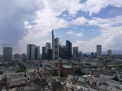 Frankfurt am Main (Frau Koriander) Tags: frankfurterskyline frankfurt frankfurtammain hessen skyline skyscrapers wolkenkratzer huaweip9 leica city cityscape stadt bankenviertel buildings gebäude