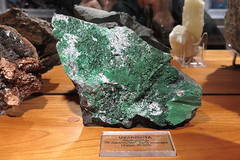 OVIEDO - MUSEO DE GEOLOGIA - UVAROVITA (mflinera) Tags: oviedo asturias museo geologia uvarovita mineral
