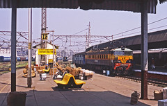 Indian Railways WCAM3 2193 arrives at Victoria Terminus, Mumbai with an express from Central India. The coach nearest the loco is dedicated for the use of disabled passengers. (mikul44171) Tags: disabled mumbaivictoria mumbai bombay wcam 2193 parcels baggage chhatrapatshivajiterminus cst motorbike
