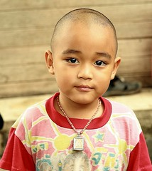 boy with shaved head (the foreign photographer - ฝรั่งถ่) Tags: boy shaved head khlong thanon portrait bangkhen bangkok thailand canon