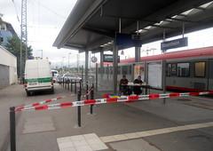 Absperrung am Hbf Rosenheim (christophrohde) Tags: refugeeswelcome rosenheim bayern bahnhöfe stazione
