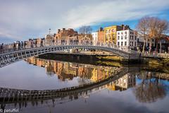 Ha'penny Bridge (Dublin, Ireland) (patuffel) Tags: dublin liffey bridge hapenny river iron eire leica 28mm summicron