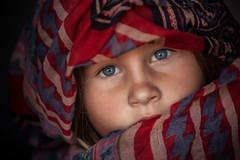 blue eyes (mad_airbrush) Tags: 5d 5dmarkiii 70200mm ef70200mmf28lusm face gesicht portrait porträt girl mädchen schal scarf red blueeyes eyes augen windowlight