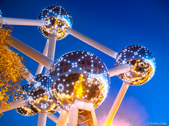 Atomium, Brussels (✦ Erdinc Ulas Photography ✦) Tags: atomium brussel brussels belgium belgie tree leaf blue hour ball focus landmark yellow gold huge window glass heysel plateau expo fair modernism architecture steel museum andre waterkeyn night sky light lights reflection panasonic travel exhibition atoms iron europe