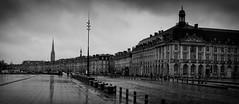 Bordeaux, rainy day (7) (Salva Pagès) Tags: blancoynegro blancinegre blackandwhite blancetnoir monochrome monocromo streetphotography street calle carrer bordeaux aquitaine francia frança france pluja lluvia rain square