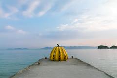一顆南瓜 (鹽味九K) Tags: naoshimachō kagawaken 日本 jp 直島 黃南瓜 南瓜 草間彌生 landscape 春天
