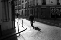 Rue Clavel ◾️ Paris 19e - Novembre 2017 (nassimjaouen) Tags: paris19 canonal1 ilford ilfordhp5 hp5 believeinfilm filmisnotdead thefilmcommunity filmphotographer filmphotography filmisalive filmshooters filmcommunity streetphotographyparis parisstreetphotography streetphotography streetlife streetphotographer everybodystreet streetperfection fromstreetswithlove lifeisstreet bestofstreet streetphotoclub streetshot zonestreet bcncollective bnwlife bnwcaptures bnwsociety