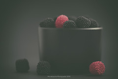 Sweet blackberries (Graella) Tags: candy moras blackberries negro black stilllife macromodays hmm bodegon closeup dolç dulce gominolas lowkey