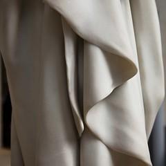 En chute molle (Gerard Hermand) Tags: 1805063851 muséedorsay vêtement garment drapé gerardhermand france paris eos5dmarkii canon marble marbre museum sculpture statue