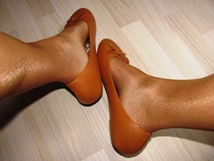 brown sabrinas (Isabelle.Sandrine2001) Tags: ballerinesetbasnylons sabrinas ballerinas ballet flats shoes leather nylons stockings tattoos legs feet shoeplay dangling