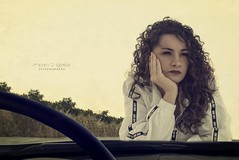 La chica del Seat 1430 - Amparo García Iglesias (Amparo Garcia Iglesias) Tags: modelo laura garcia fotos photos coche capo seat blanco 1430 iglesias amparo retrato portrait