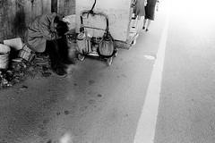 Street 655 (soyokazeojisan) Tags: japan osaka bw street light city people blackandwhite walk monochrome analog olympus m1 om1 21mm trix film kodak memories 昭和 1970s 1975