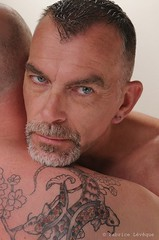 Fabrice Lévêque (Phoenix Blue Parangon) Tags: masculin mâle man portrait tatoo tatouage regard eyes