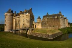 Suscinio (ZdArock) Tags: sarzeau morbihan brittany france suscinio castle château middle age moyenâge zdarock sky water grass tower
