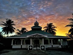 Al Istiqomah Mosque  The biggest and oldest one mosque in Salawati Island. It is maintained by JOB PPS (fadli_coolz) Tags: mosque sunset building classic papua oilandgas